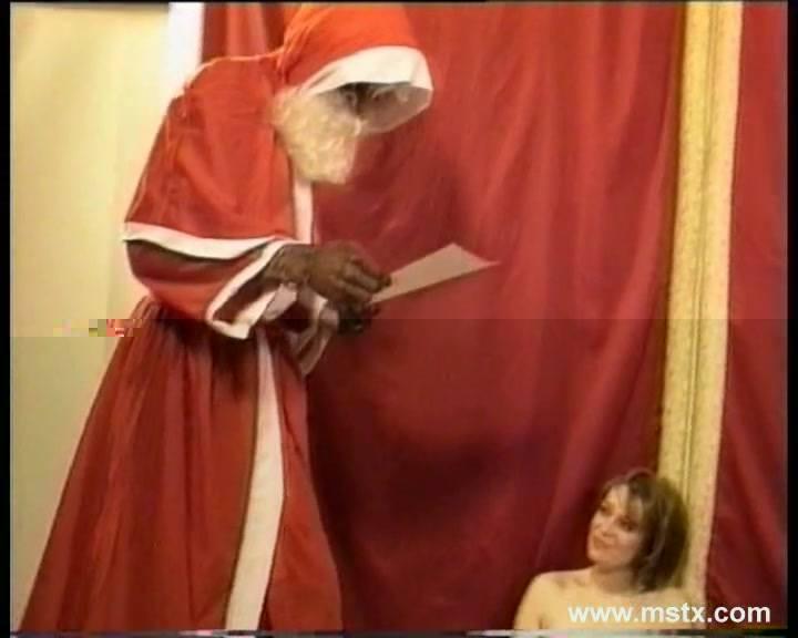 Aurelie Le pere Noel est un affamé