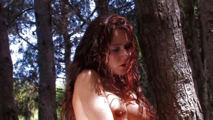 Promenons-nous avec Shannya Tweeks dans les bois…