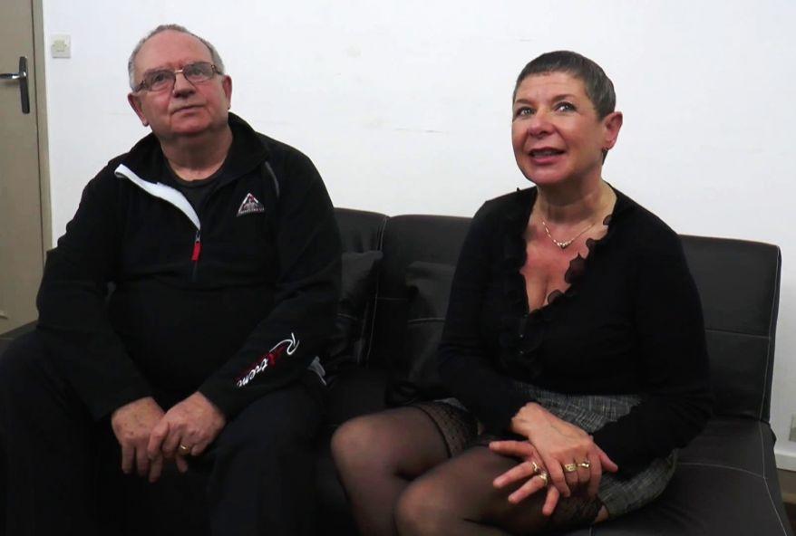 A 54 ans, Manon dépucelle un fan devant son mari!