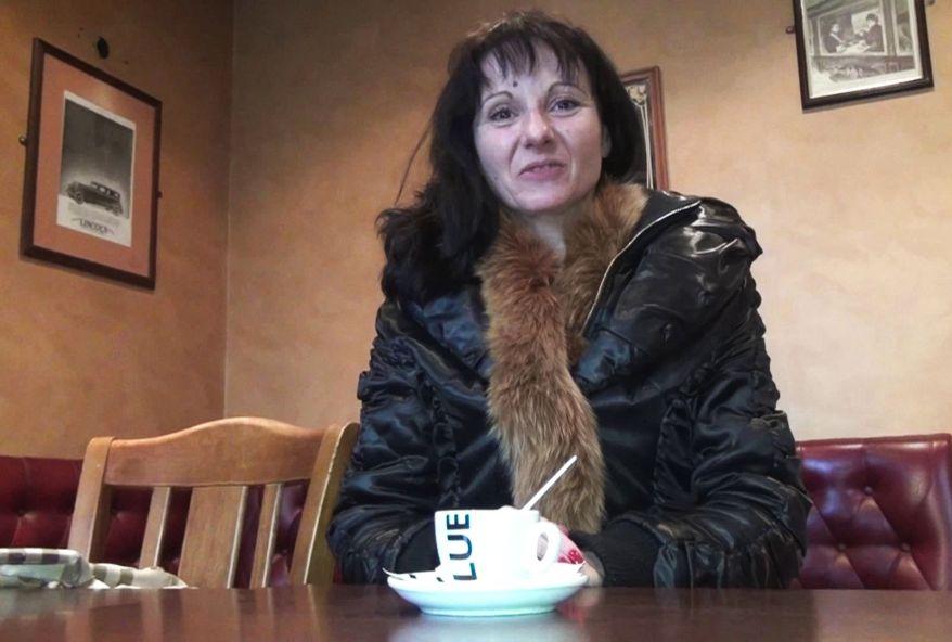 Monica la cougar offre son cul à deux de nos fans! (vidéo exclusive)