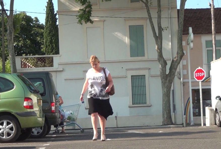 Vidéo porno de Stéphanie, mère au foyer en manque, se laisse baiser par un jeune pour défier son mari ! (vidéo exclusive)