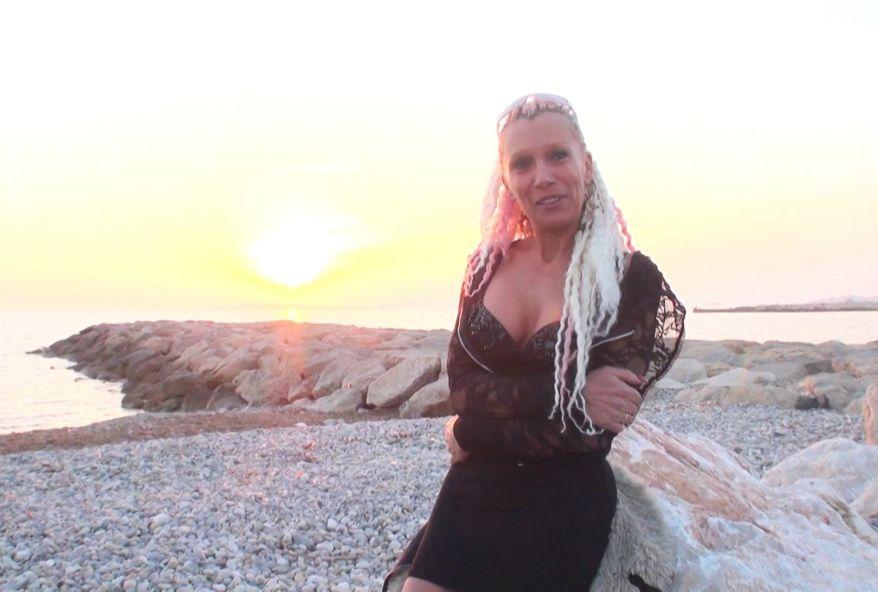 Baise en trio avec Shanael une cougar blonde très chaude