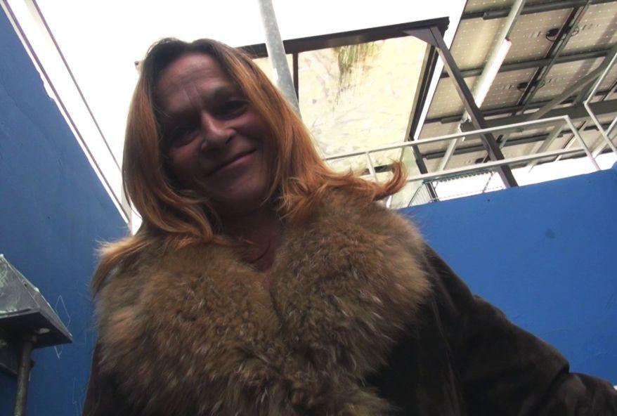 Elza une salope mature de 48 ans enculée par plusieurs mecs