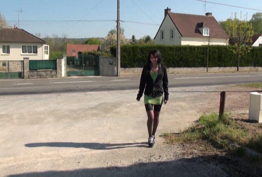 Gwen, 25 ans, nous invite chez elle à Orthez ! (vidéo exclusive)
