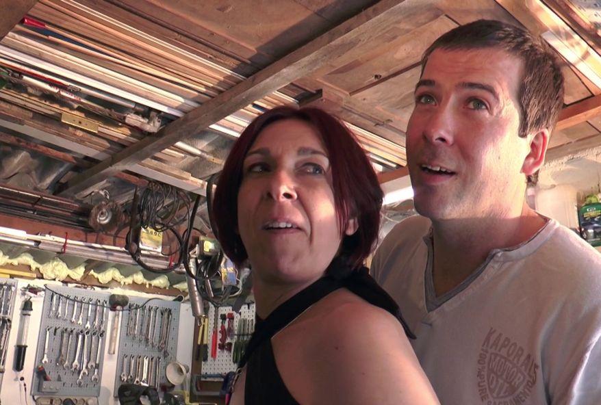 Maman gang-banguée dans la cabane à outils ! (vidéo exclusive)