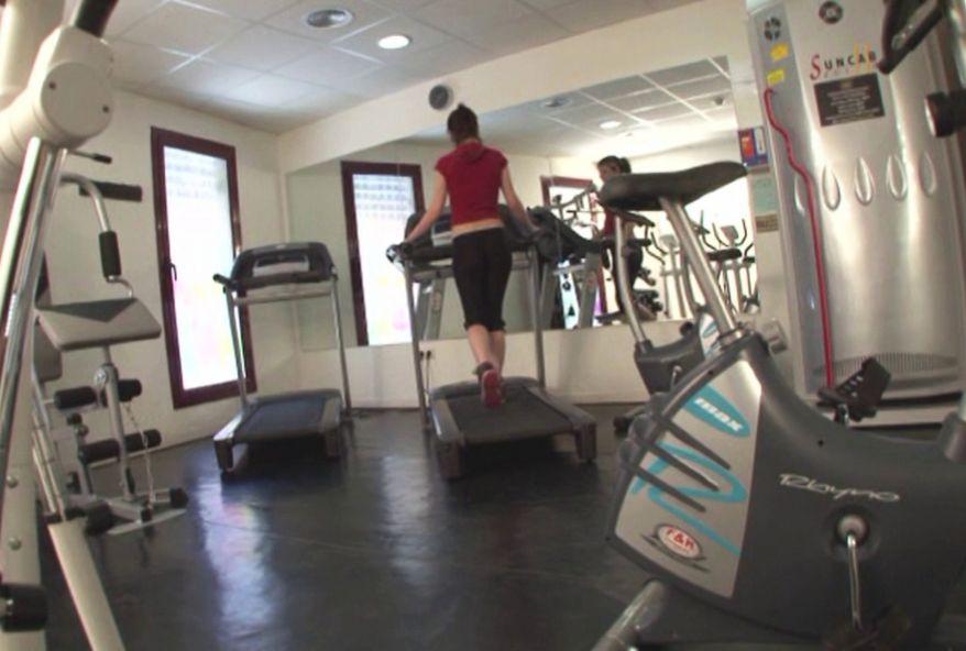 Stéphano finit par enculer la connasse de la salle de gym ! (vidéo exclusive)
