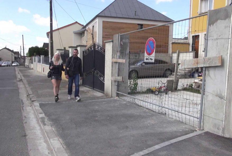 Lize, la jolie blonde du palace, recherche une maison en loc ! (vidéo exclusive)