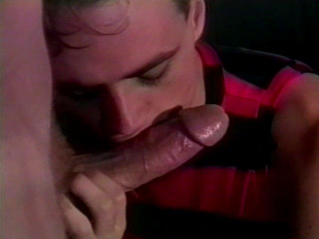 2 jeunes gays novices baisen.