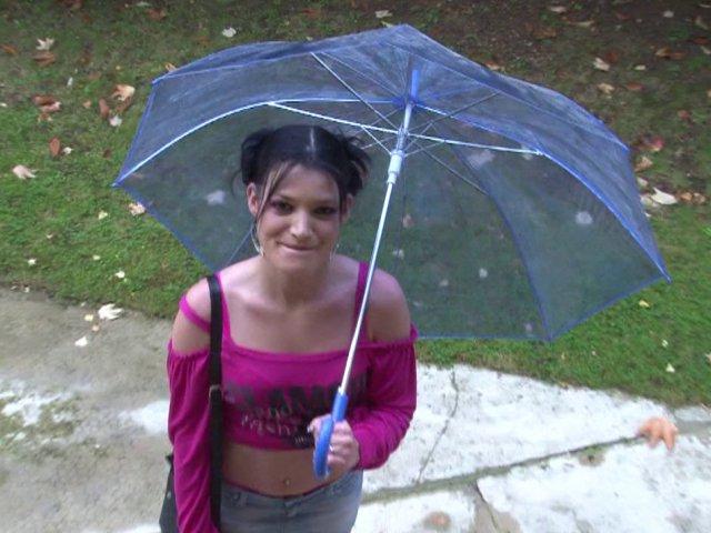 Lana, jeune libertine de 26 ans, aime le sexe bien violent