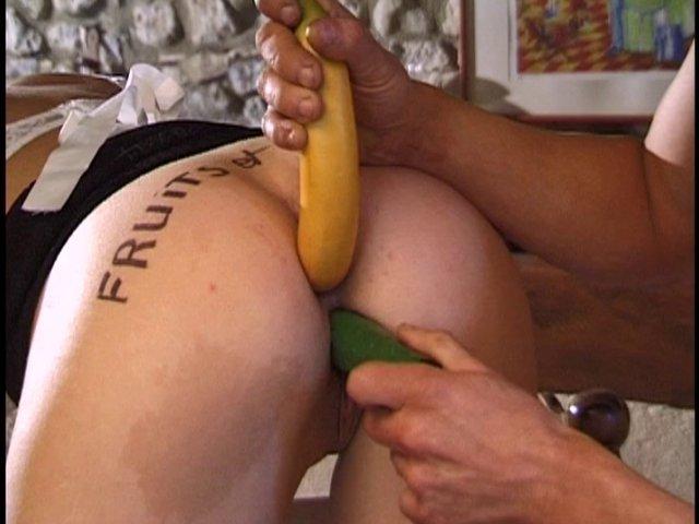 Une petite banane dans le cul et les 5 fruits et légumes sont respectés