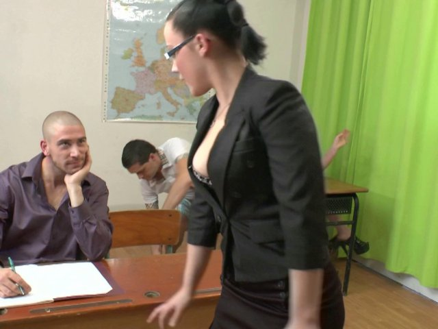 Un cours d'éducation sexuelle tourne à l'orgie