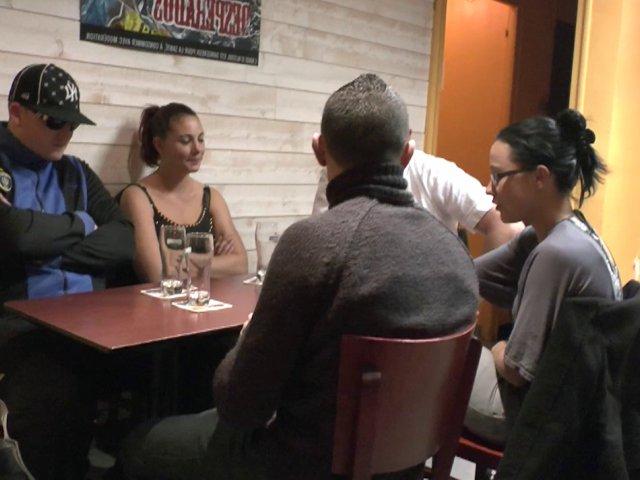 Notre équipe de tournage baise stéphanie devant les yeux médusées de sa famille ! (épisode 2 sur 2)