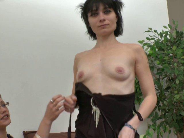 Dépucelage anal pour mandy, ancienne amatrice porno sur le retour.