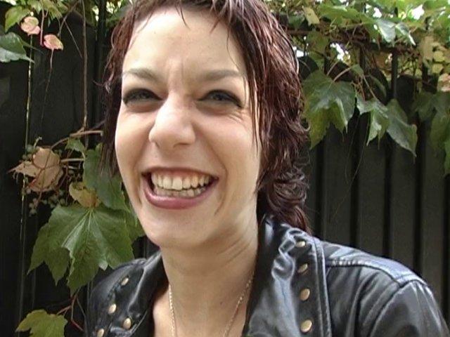 Eliska, 22 ans, accepte de s'illustrer pour un reportage sur la sexualité ;-)