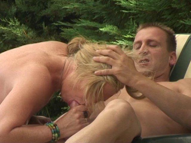 Il baise une vieille chaudasse dans une vidéo x francaise