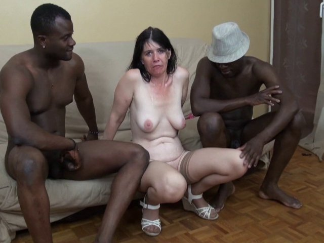 Angelina, 45 ans, un visage angélique qui cache une vraie nymphomane!