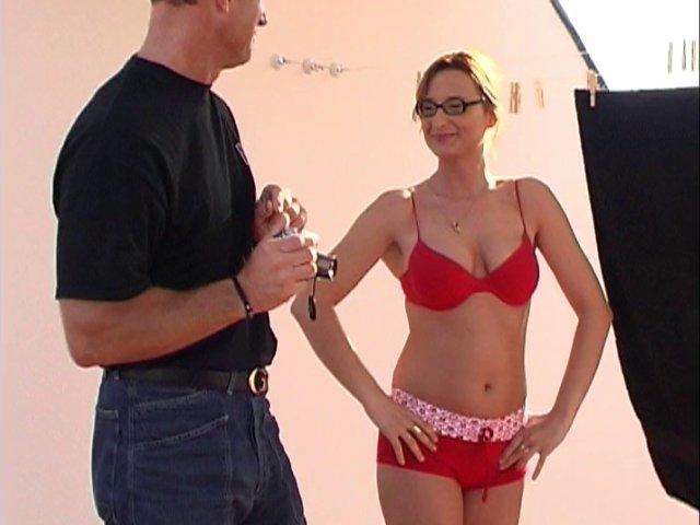 Eva aime faire le ménage en sous-vêtements!