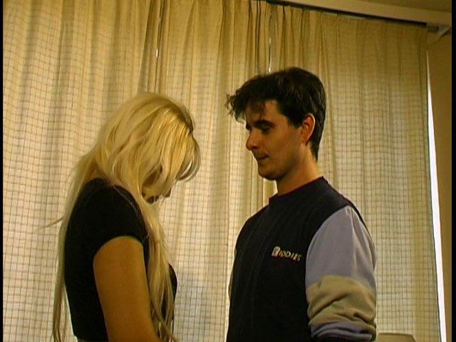 Marianne et stéphane, 2 amateurs, vont faire connaissance lors de leur 1er casting