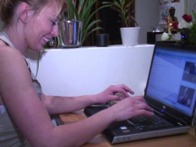 Alice, une internaute libertine qui aime l'exhib