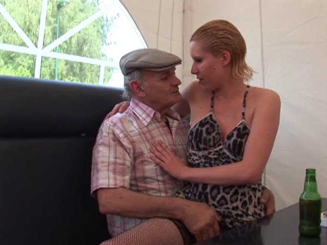 Cindy picardie dans qui veut baiser mon fils